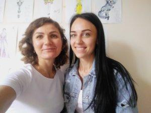 на фото Вікторія Кузьмич та учениця О. Грабовська